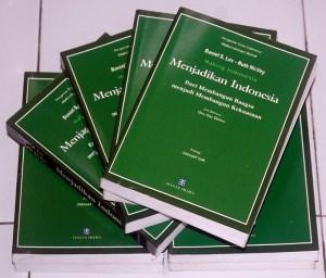 Daniel S. Lev & Ruth McVey: Menjadikan Indonesia
