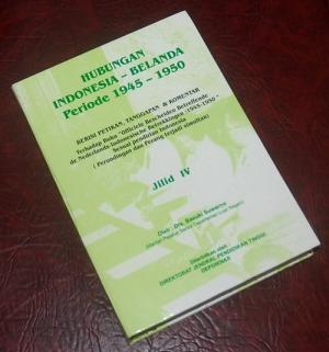 B3S-2012-12-06-PENAWARAN KHUSUS Sejarah-Basuki Suwarno-Hubungan Indonesia-Belanda Periode 1945-1950 Jilid IV