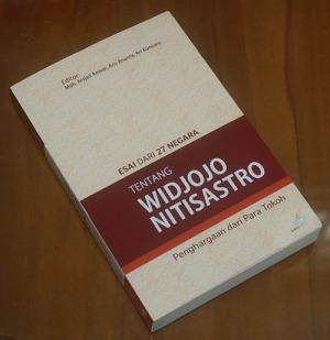 B3S-2013-01-02-BIOGRAFI-Moh. Arsjad dkk-Esai dari 27 Negara tentang Widjoyo Nitisastro