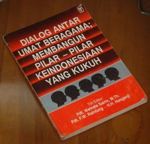 BS-2013-01-10-RELIGIOSITAS-Weinata Sairin dkk-Dialog Antar Umat Bergama-Membangun Pilar-Pilar Keindonesiaan yang Kukuh