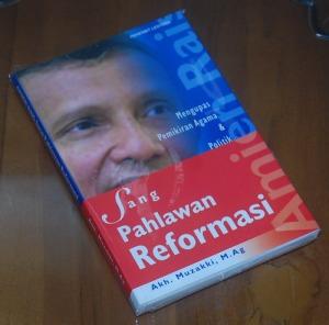 B3-2013-02-04-POLITIK-Akh. Muzakki.-Mengupas Pemikiran Agama & Politik Sang Pahlawan Reformasi