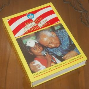 B3-2013-02-18-PENDIDIKAN-Setjen Depdikbud-50 Tahun Pendidikan di Indonesia, Edisi Hard Cover