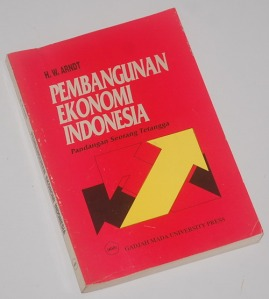 B3-2013-03-10-EKONOMI-H.W. Arndt-Pembangunan Ekonomi Indonesia