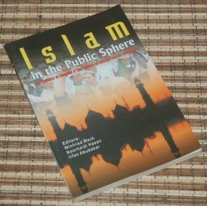 B3-2013-03-26-POLITIK-Sukron Kamil dkk-Islam in the Public Sphere