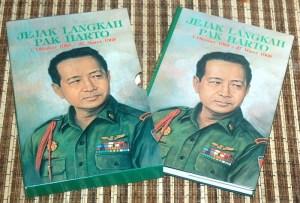B3-2013-06-22-MEMOAR-G. Dwipayana & Nazaruddin Sjamsuddin-Jejak Langkah Pak Harto 1 Oktober 1965-27 Maret 1968