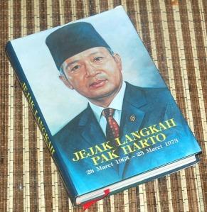 B3-2013-06-22-MEMOAR-G. Dwipayana & Nazaruddin Sjamsuddin-Jejak Langkah Pak Harto 28 Maret 1968-23 Maret 1973
