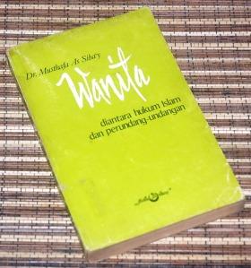 Musthafa As Siba'y: Wanita diantara hukum Islam dan perundang-undangan