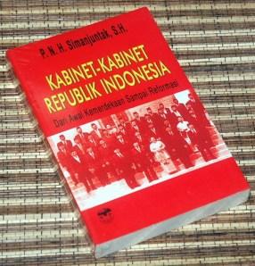 P.N.H. Simanjuntak: Kabinet-Kabinet RI Dari Awal Kemerdekaan Sampai Reformasi
