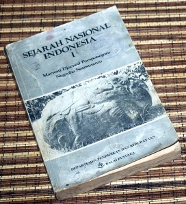 Marwati Djoened P & Nugroho N: Sejarah Nasional Indonesia, I