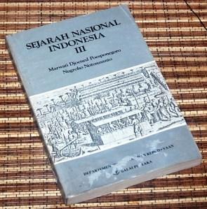 Marwati Djoened P & Nugroho N: Sejarah Nasional Indonesia, III