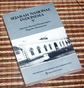 Marwati Djoened P & Nugroho N: Sejarah Nasional Indonesia, V