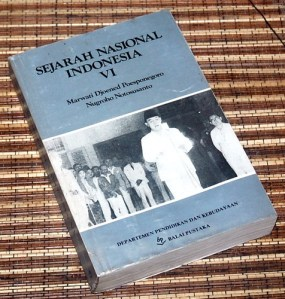 Marwati Djoened P & Nugroho N: Sejarah Nasional Indonesia, VI
