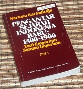 Sartono Kartodirdjo: Pengantar Sejarah Indonesia Baru, Jilid 1