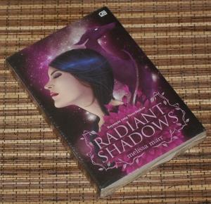 Melissa Marr: Radiant Shadows (Bayangan yang Menyilaukan)